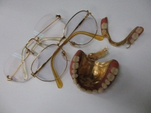 お預かりした金歯とK18メガネ